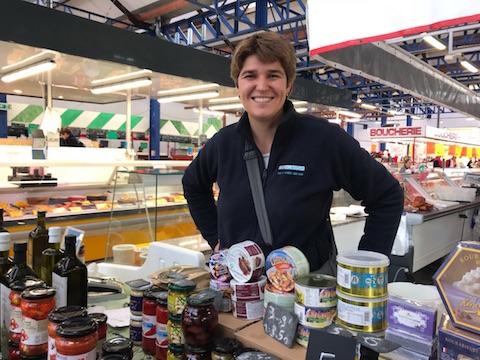 Isa sur son stand du marché Conflans Ste Honorine